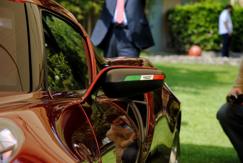 alfa-romeo-4c-cherry-red-metallic-concorso-delegance-villa-deste-2012-mirror