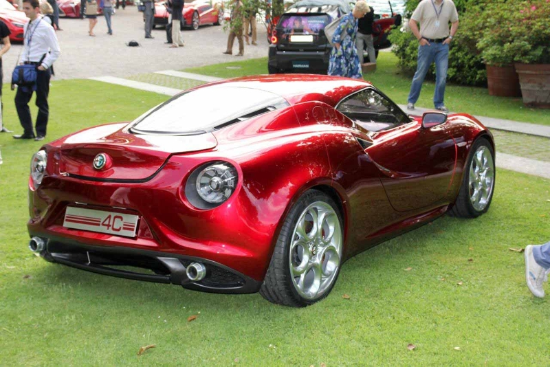alfa-romeo-4c-cherry-red-metallic-concorso-delegance-villa-deste-2012-rear-os