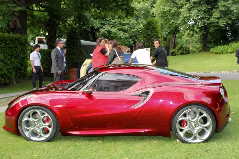 alfa-romeo-4c-cherry-red-metallic-concorso-delegance-villa-deste-2012-side