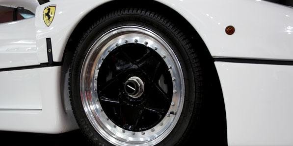 ferrari-f40-white-detail-front-wheel