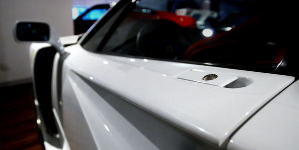 ferrari-f40-white-detail-louvre-door-handle
