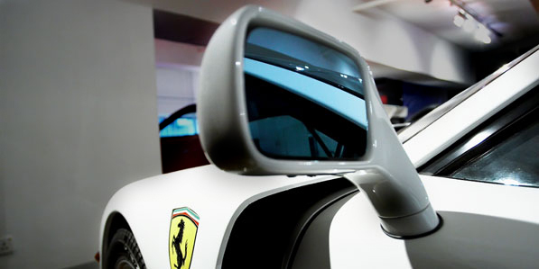 ferrari-f40-white-detail-mirror