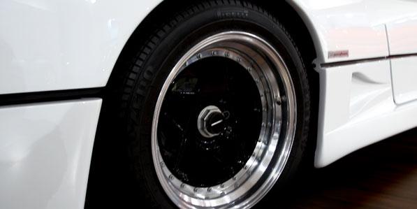 ferrari-f40-white-detail-rear-wheel