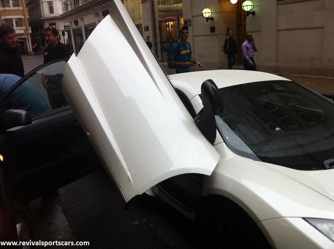 mclaren-mp4-12c-white-door-open