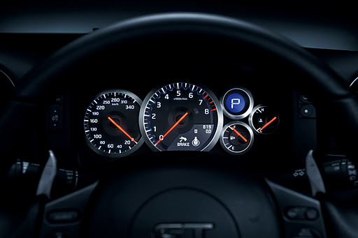 nissan-gtr-track-pack-edition-2012-driver-dials