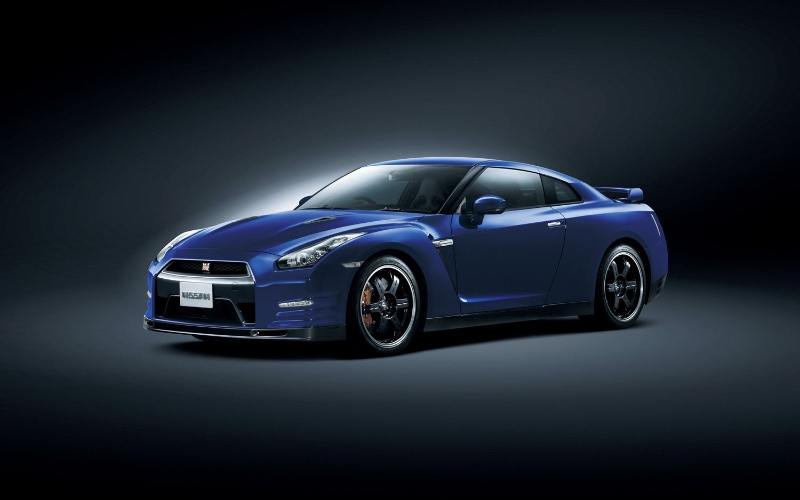 nissan-gtr-track-pack-edition-2012-front-view