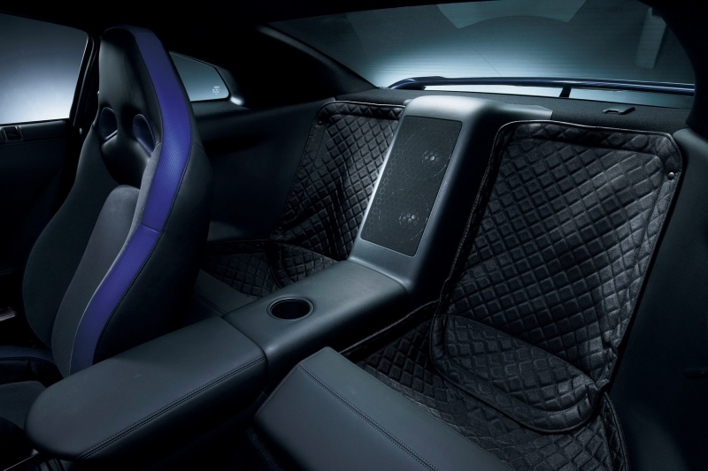 nissan-gtr-track-pack-edition-2012-rear-seat-removal-quilted-mats