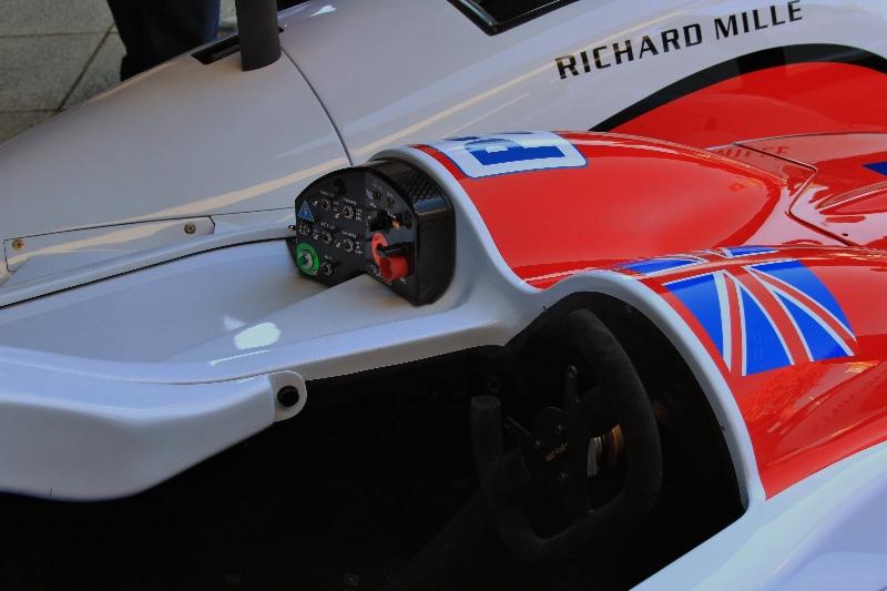 greaves-motorsport-zytec-nissan-lmp2-prototype-le-mans-2012-cockpit