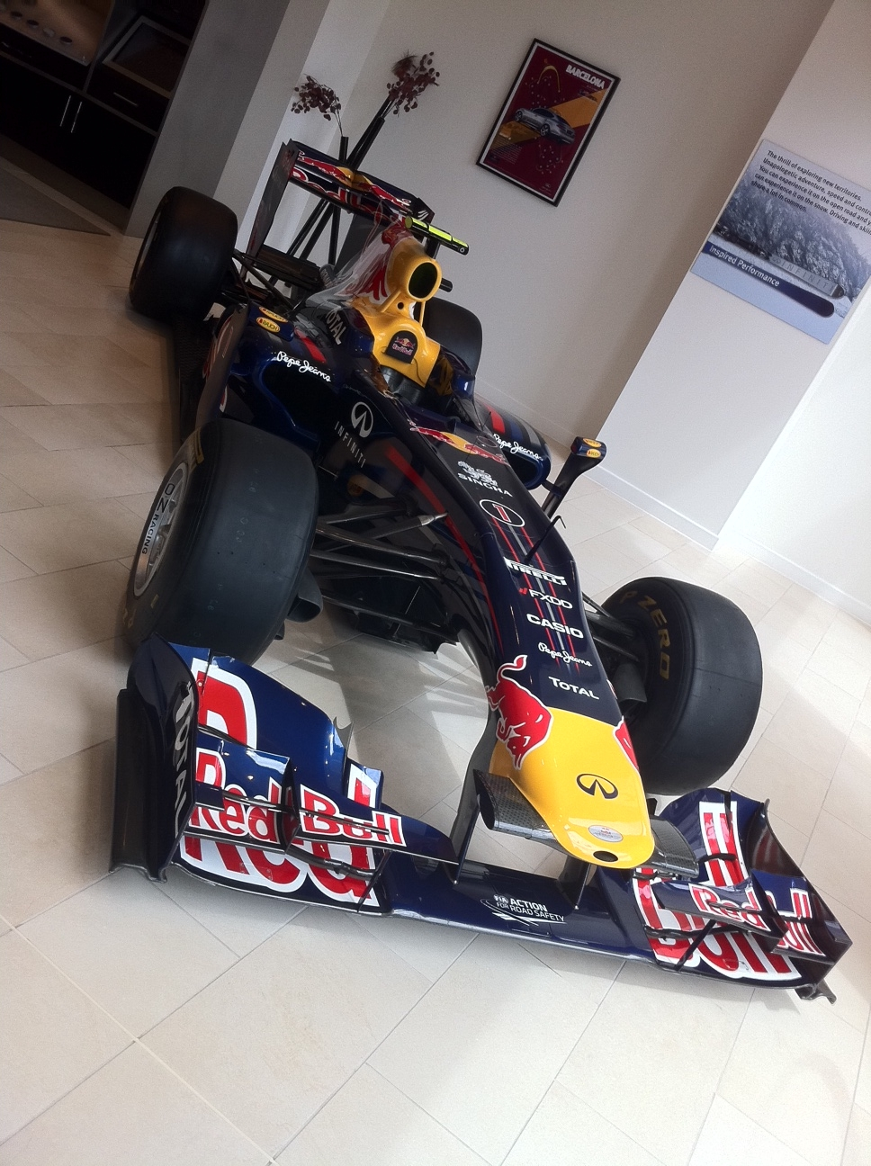 vettel-2010-f1-car-rb6-in-mayfair-london-front-angle