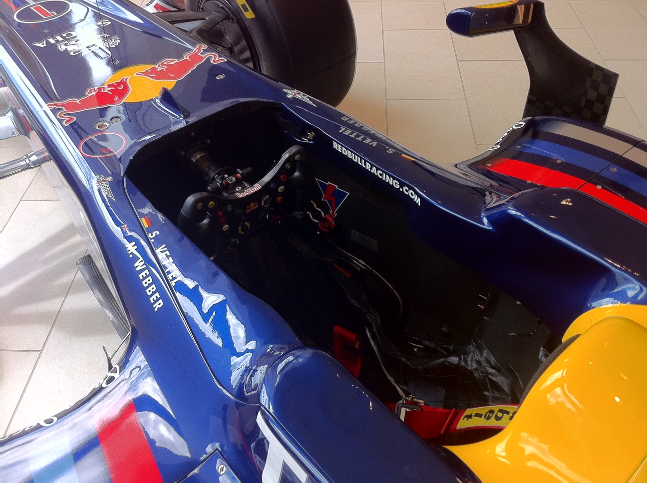 vettel-2010-f1-car-rb6-in-mayfair-london-ns-cockpit