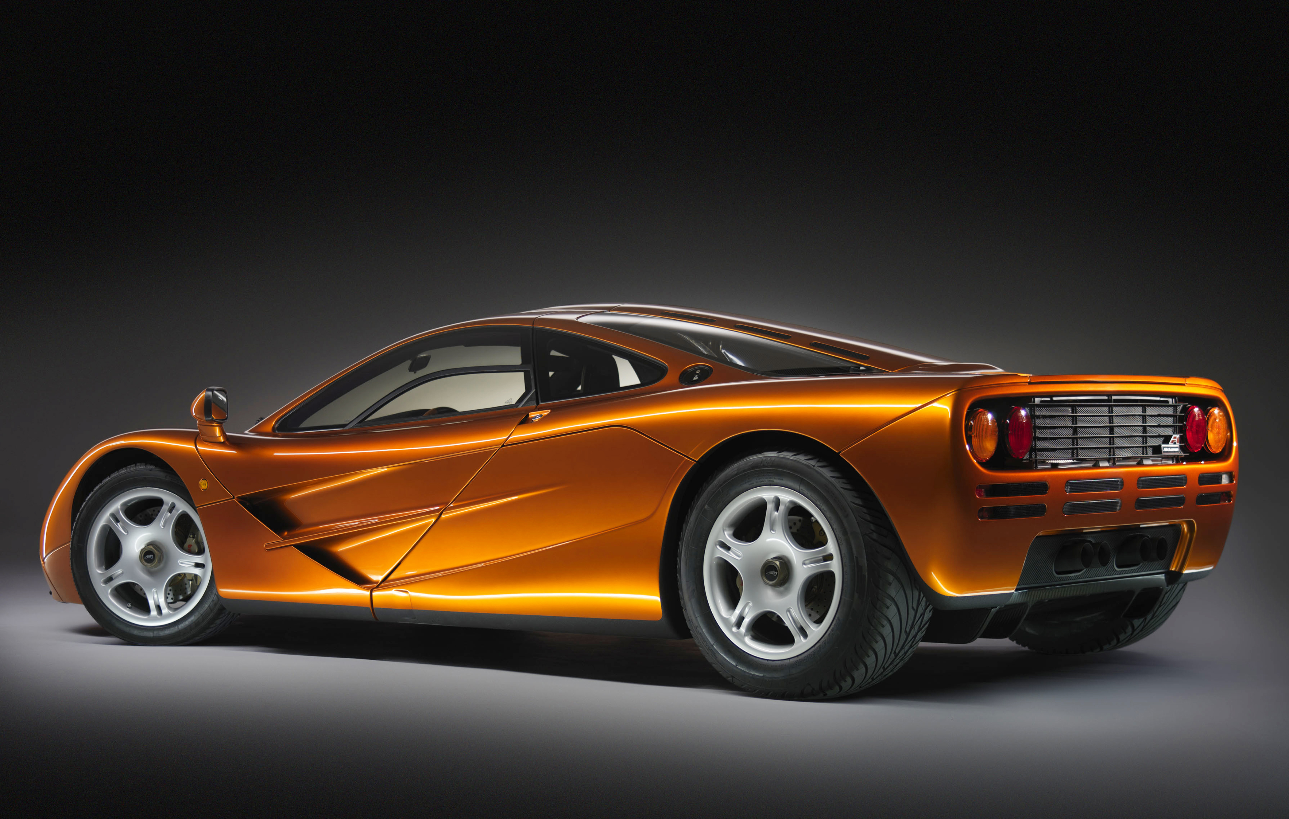 McLaren F1 orange Side studio