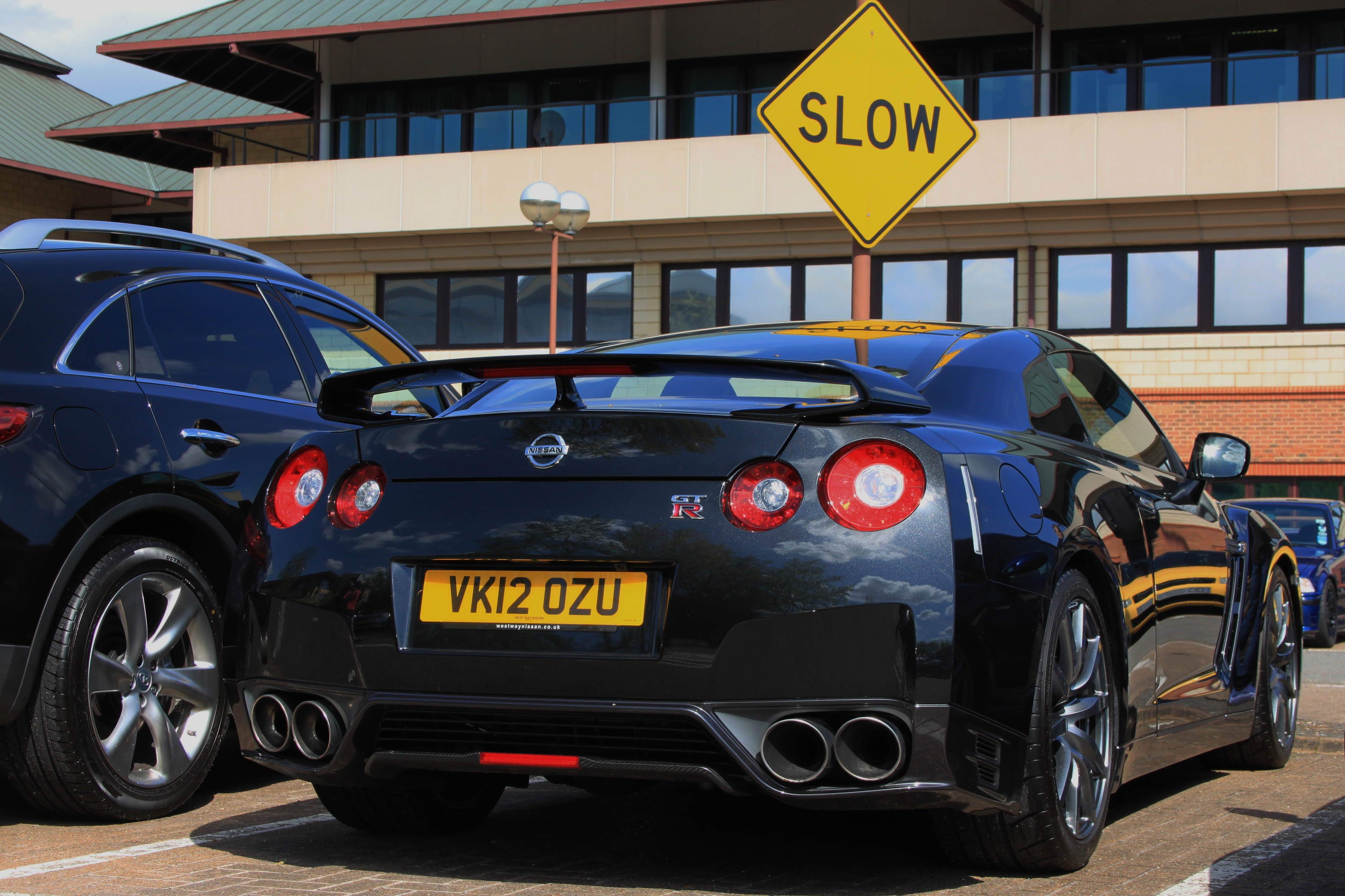 Nissan GTR 2012 R35 Black Edition Slow sign