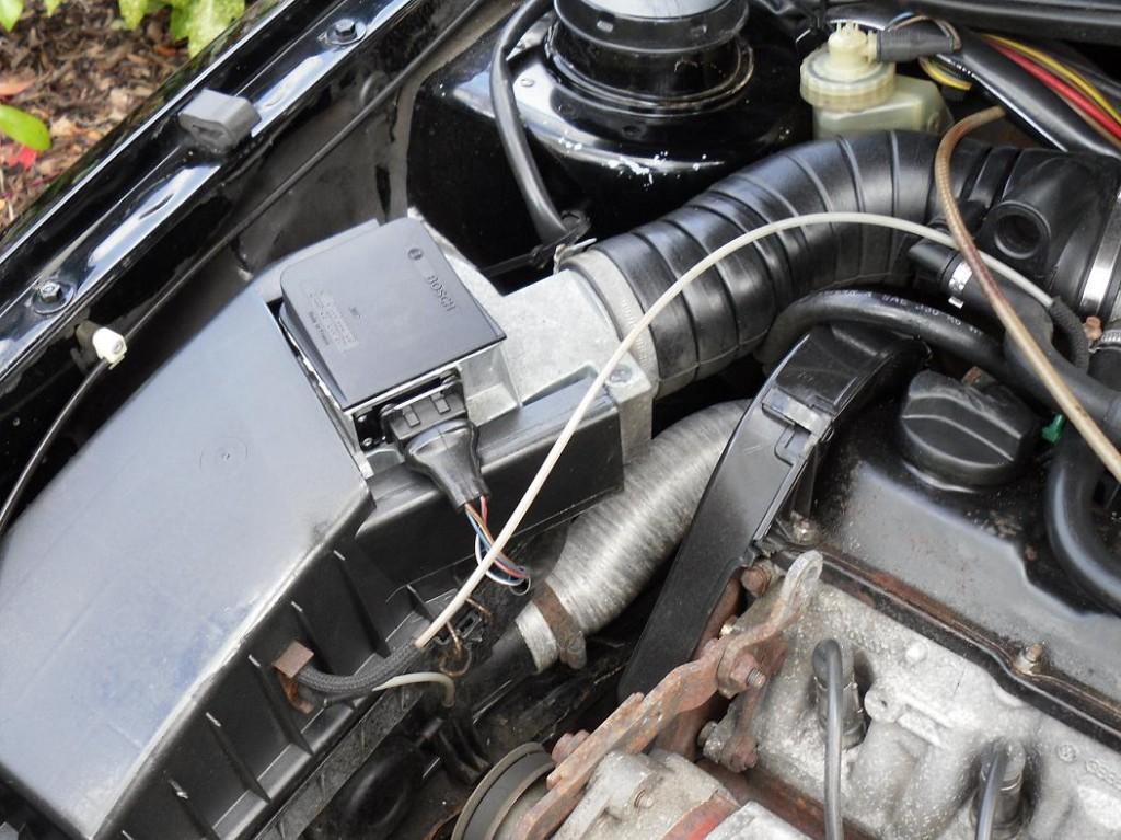 vw golf gti 1 8 mk2 engine bay airbox revival sports cars. Black Bedroom Furniture Sets. Home Design Ideas