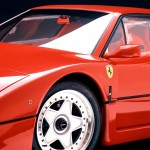 Ferrari F40 1988 red front wheel badge