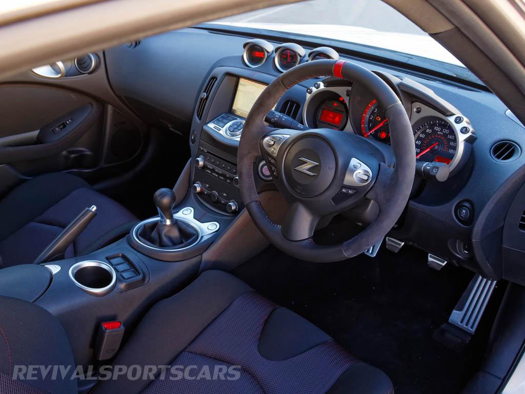 Nissan 370Z Nismo UK European Edition interior new steering wheel red band