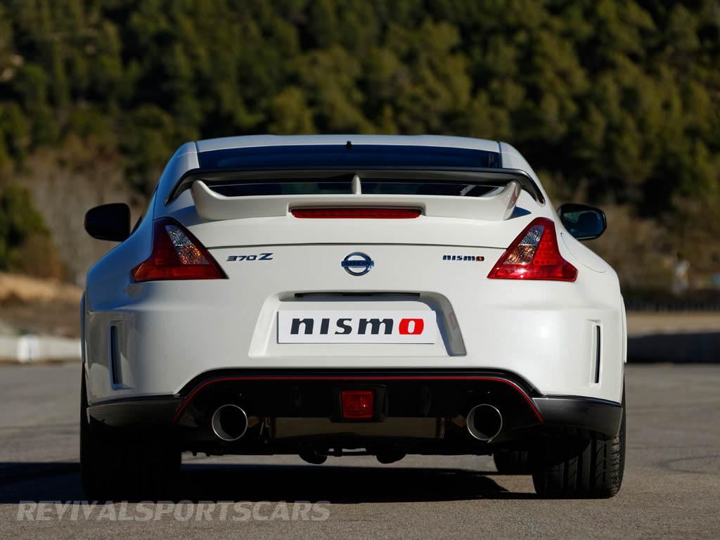 Nissan 370Z Nismo UK European Edition rear white red centre fog light