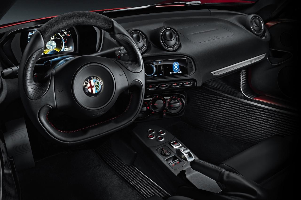 Alfa Romeo 4C UK  2014 Red dash and controls interior steering wheel (1280x851)