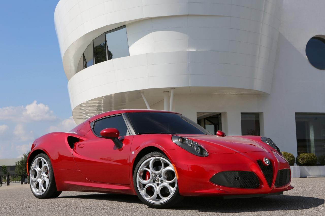 Alfa Romeo 4C UK  2014 Red front low static (1280x852)