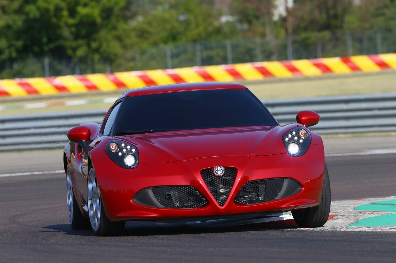 Alfa Romeo 4C UK  2014 Red low cornering speed (1280x852)