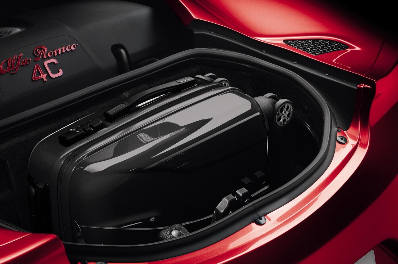 Alfa Romeo 4C UK  2014 Red luggage space in rear (1280x851)