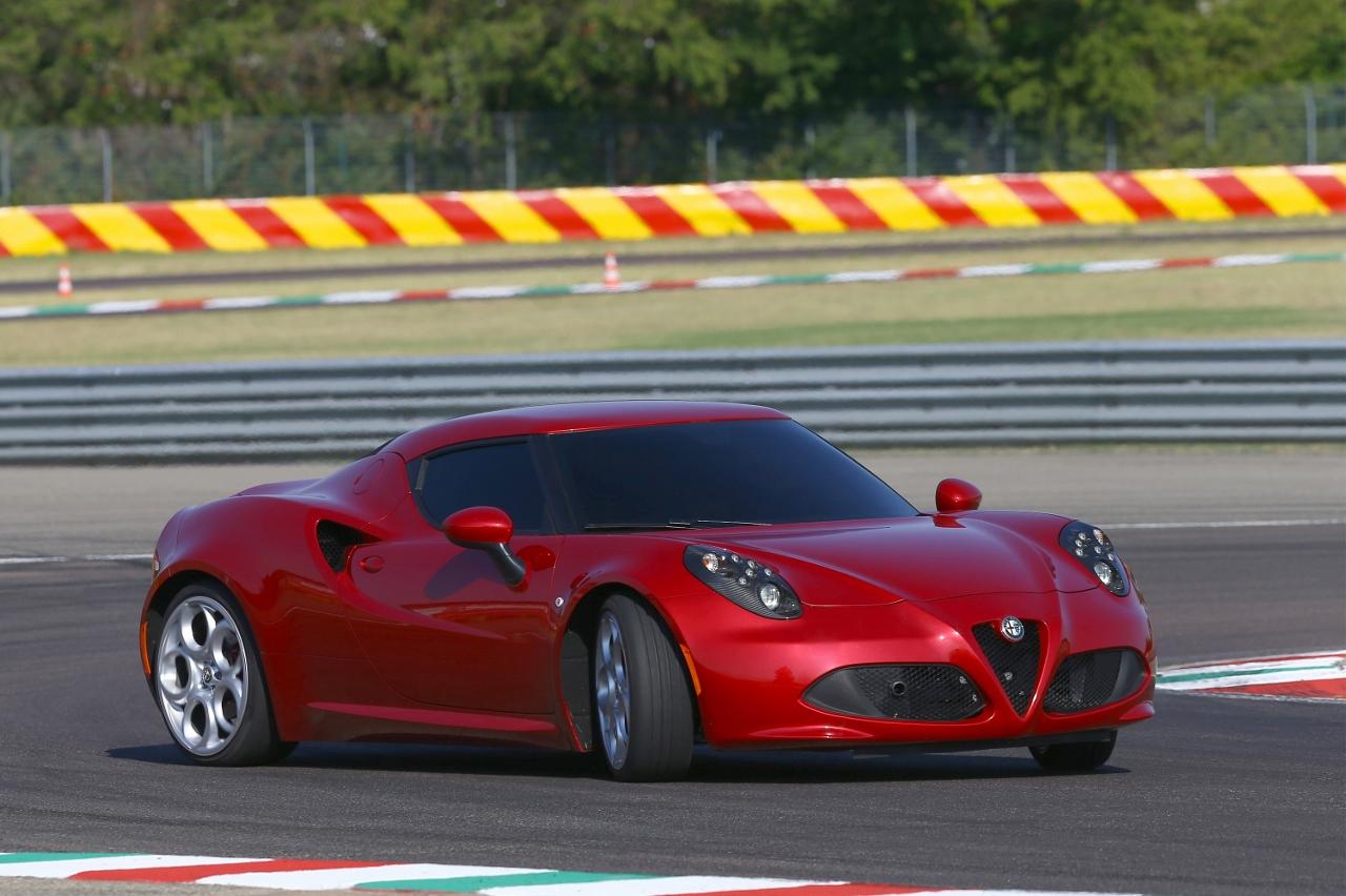 Alfa Romeo 4C UK  2014 Red oversteer on track (1280x852)