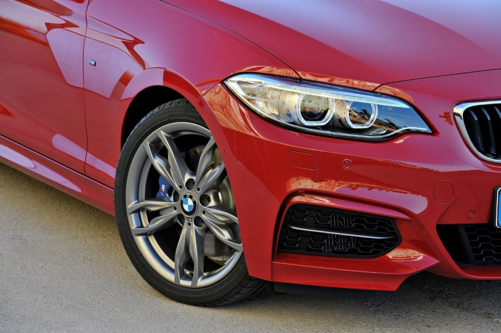 BMW M235i launch red front light and wheel closeup (1280x853)