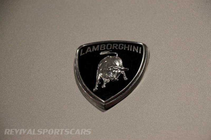 Lancaster Insurance Classic Car Show NEC (229 of 250) Lamborghini LM002 badge