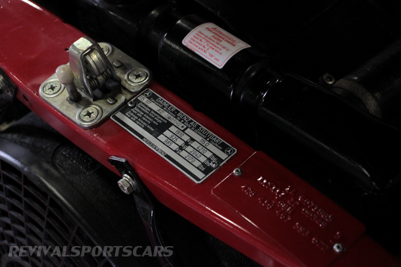 Lancaster Insurance Classic Car Show NEC (248 of 250) Mercedes vin badge closeup detail